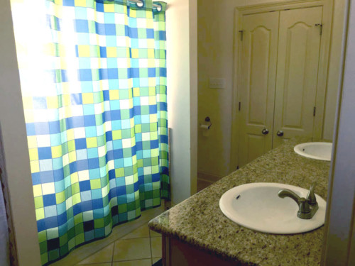 Volunteer House Bathroom 1